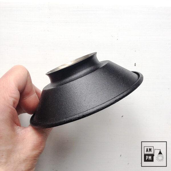 petit-abat-jour-cône-vintage-métal-biseauté-noir-texture-3