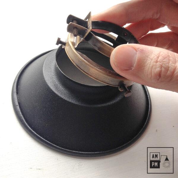 petit-abat-jour-cône-vintage-métal-biseauté-noir-texture-7