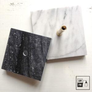 Base carrée en marbre