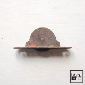 Petite poulie en acier antique