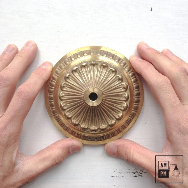 Base ronde coloniale en laiton