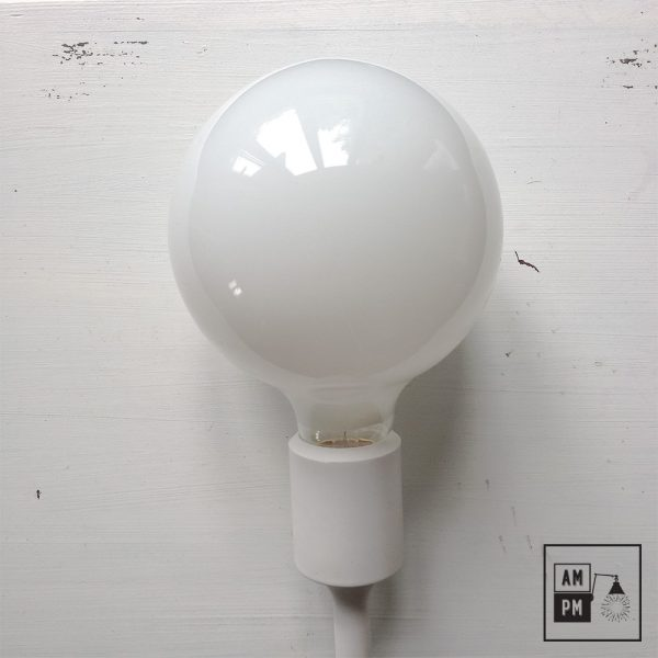 ampoules-antique-style-globe-blanc-laiteux-G40-1