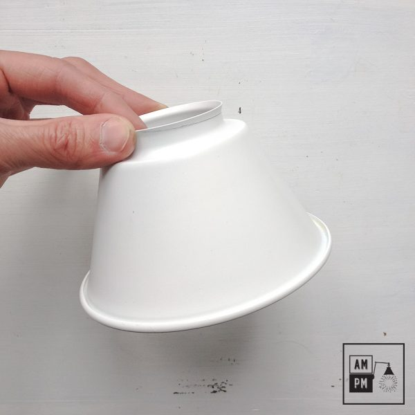 moyen-abat-jour-cône-vintage-métal-biseauté-blanc