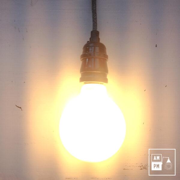 ampoule-antique-Edison-Style-globe-G30-DEL-blanc-1