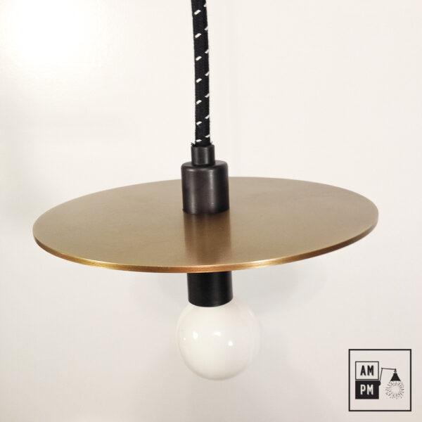 Lampe-suspendue-minimaliste-moderne-avec-disque-plat-laiton-brosse-noir-A3S50-2