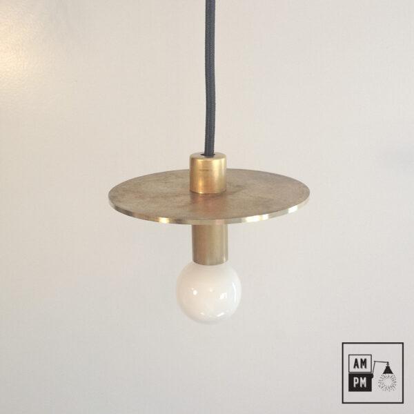 Lampe-suspendue-minimaliste-moderne-avec-disque-plat-laiton-brut-A3S50-2