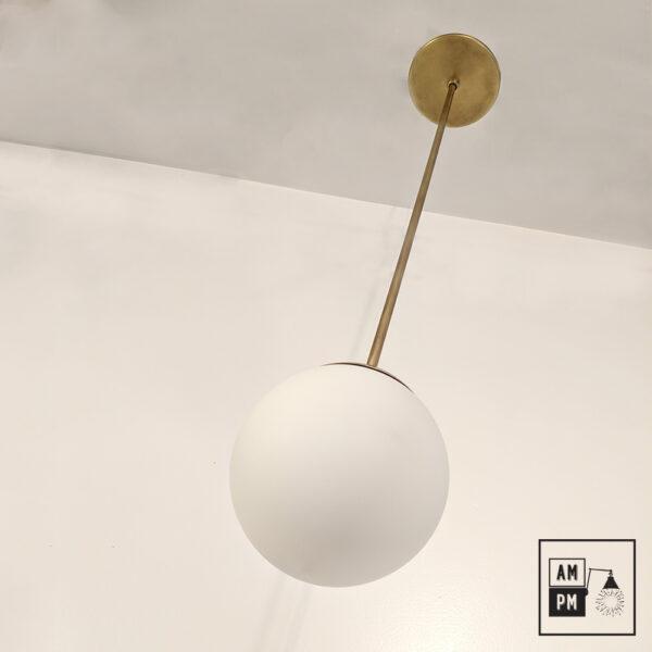 lampe-plafonnier-tige-rigde-mid-century-laiton-anglais-globulus-A4C24