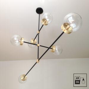luminaire-plafonnier-moderne-sur-tiges-globes-kriss-kross-noir-laiton-A3C20