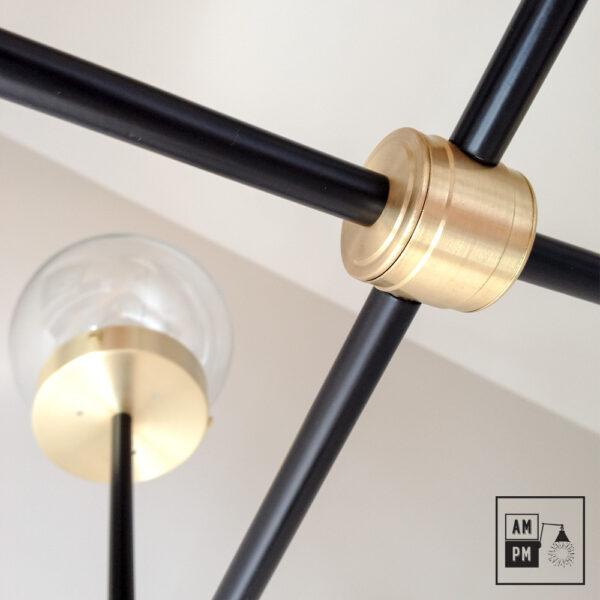 luminaire-plafonnier-moderne-sur-tiges-globes-kriss-kross-noir-laiton-A3C20-5
