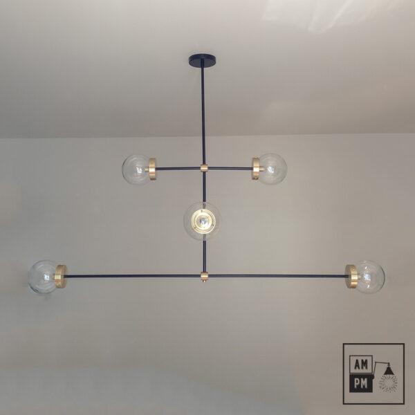 luminaire-plafonnier-moderne-sur-tiges-globes-kriss-kross-noir-laiton-A3C20-6