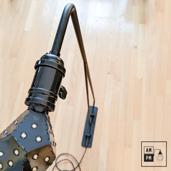 lampe-murale-sur-bras-pivotant-surdimensionné-industrie-A4M49-3